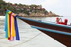Longtail fartyg på stranden i Thailand Arkivfoto