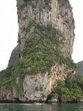 Longtail kajaka i łodzi krabi linia brzegowa obraz stock