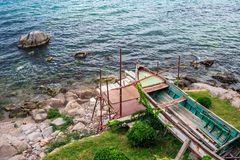 Longtemps attendant pour la réparation de sur le vieux bateau Images libres de droits