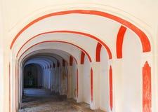 Longue arcade de château Photos stock
