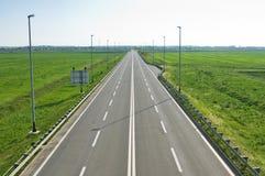 Longue autoroute vide Photos libres de droits