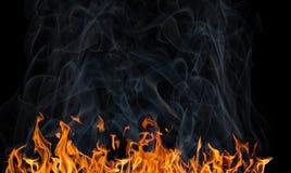 Longue bande du feu jaune avec de la fumée sur le noir photos libres de droits