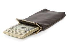 Longue bourse avec une pile de dollars Image libre de droits