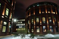 longue exposition de bâtiments pendant l'hiver la nuit Photos stock