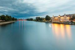 Longue exposition de canal dans Liepaja, Lettonie image stock