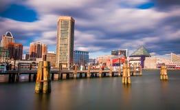 Longue exposition de l'horizon intérieur de port de Baltimore Image stock