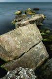Longue exposition de mer et de roches Photos stock