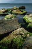 Longue exposition de mer et de roches Images stock