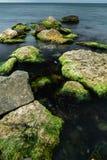 Longue exposition de mer et de roches Photographie stock libre de droits