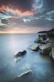 Longue exposition du coucher du soleil et de la mer chez Miramare, Italie Photos libres de droits