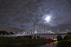 Longue exposition sur un pont en bicyclette Image stock
