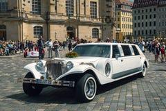 Longue limousine de mariage Photo stock