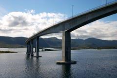 Longue passerelle moderne en Norvège Photo stock