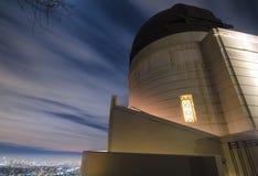 Longue photographie d'exposition des nuages chez Griffith Observatory Los Angeles, CA image libre de droits