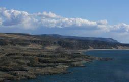 Longue plage abandonnée avec le ciel Photos libres de droits