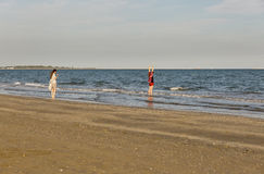 Longue plage sablonneuse de piscine découverte, Italie Photos stock