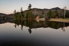 Longue réflexion de lac Photos stock