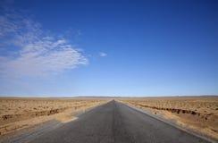 Longue route en avant Photo libre de droits