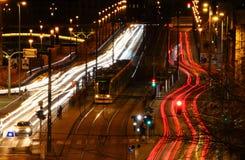 Longue vue d'exposition de boulevard grand avec le tram jaune Budapest photographie stock