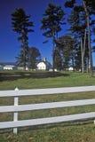Longue vue d'une grange néerlandaise à la ferme de Simmons, itinéraire 103, NY Image stock
