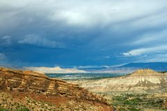 Longue vue semblant est au-dessus de Grand Junction de monument national du Colorado photographie stock