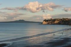 Longues baie et île de Rangitoto Photos libres de droits