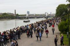 Longues files d'attente pour la centrale de Battersea photographie stock libre de droits