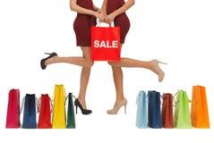 Longues jambes avec des sacs à provisions Images stock