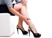 Longues pattes sexy minces de femme Image stock