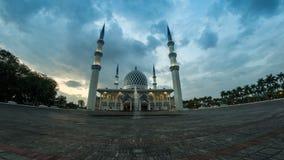 longueur cinématographique du Time Lapse 4K de mosquée d'état de Selangor dans Shah Alam, Malaisie banque de vidéos