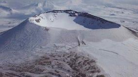 Longueur de bourdon du cratère de volcan banque de vidéos