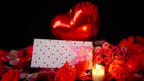 Longueur de la combustion de ballon, de boîte-cadeau, de fleur et de bougie Décoration de Valentine clips vidéos