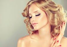 Longueur de milieu de coiffure photographie stock libre de droits