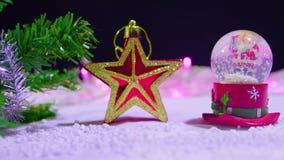 Longueur de Noël de globe et d'étoile de neige banque de vidéos