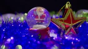 Longueur de Noël de globe et d'étoile de neige pour le jour de Noël banque de vidéos