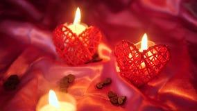 Longueur de Saint Valentin de décoration avec la combustion de fleur et de bougie clips vidéos