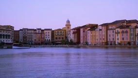 Longueur de Timelapse de vue panoramique d'hôtel de Portofino et de bateau de taxi dans la région d'Universal Studios clips vidéos