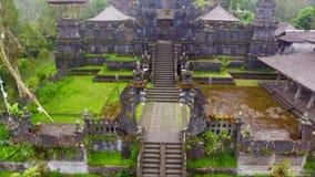 Longueur et vidéo aériennes de bourdon de temple de Besakih sur l'île de Bali banque de vidéos