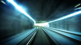 longueur 4K futuriste d'un tram au fond à Vienne suivant son itinéraire