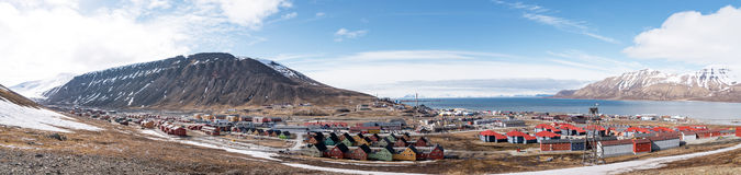 Longyearbyen panorama, Spitsbergen. Longyearbyen is the largest settlement and the administrative centre of Svalbard, Norway. As of December 2015, the town had a Stock Image