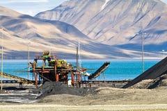 Longyearbyen town i arktisk region Arkivbilder