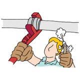 Loodgieter die moersleutel en hoge drukslang op pijp gebruiken Royalty-vrije Stock Afbeelding
