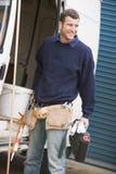 Loodgieter die zich met bestelwagen bevindt Stock Fotografie