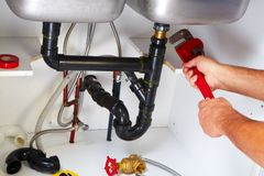 Loodgieter op de keuken stock fotografie