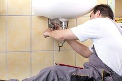 Loodgieter op het werk royalty-vrije stock foto