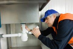 Loodgieter op het werk Stock Afbeelding