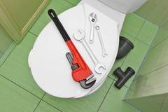 Loodgieter` s hulpmiddelen op het deksel van de toiletzetel royalty-vrije stock foto's