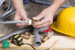 Loodgieterswerk doe-het-zelf- met verschillende hulpmiddelen Royalty-vrije Stock Afbeelding
