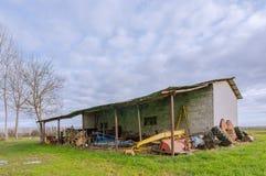 Loods voor landbouwbedrijfinstrumenten Stock Fotografie