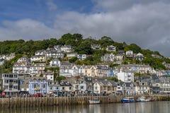 LOOE, Κορνουάλλη, Αγγλία, UK - 10 Σεπτεμβρίου 2018: Looe ένας πολύ δημοφιλείς λιμένας αλιείας και ένα θέρετρο παραθαλάσσιων διακο στοκ εικόνες
